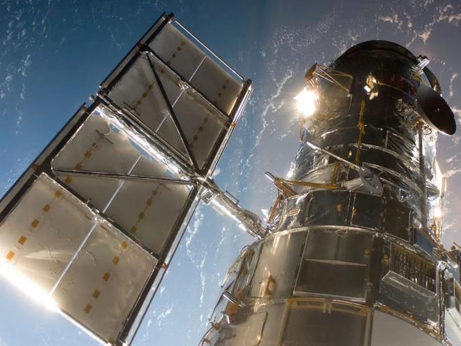 Vừa hoạt động trở lại, kính viễn vọng Hubble đã chụp được ảnh hai vũ trụ va vào nhau - Ảnh 3.