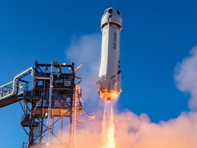 Thiết kế tên lửa trông như thanh xúc xích, tưởng vô lý nhưng hóa ra lại rất thuyết phục của Jeff Bezos - Ảnh 2.