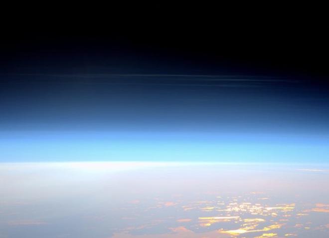 Nếu Trái Đất phẳng, 8 điều quen thuộc sẽ trở nên kỳ lạ như thế này - Ảnh 3.