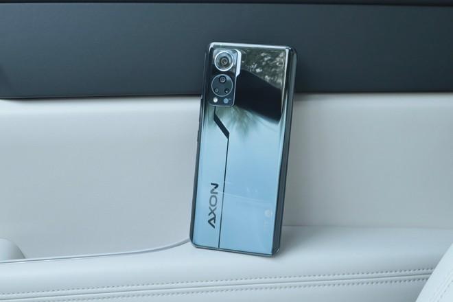 ZTE ra mắt smartphone với camera ẩn dưới màn hình thế hệ mới, giá từ 7.7 triệu đồng - Ảnh 1.