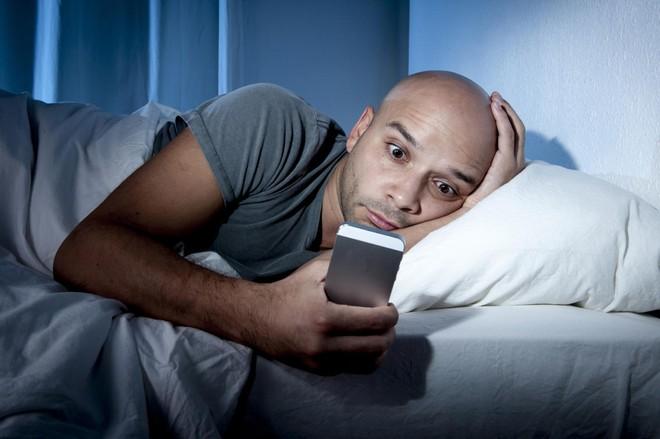 7+ tác hại của điện thoại thông minh đối với sức khỏe con người - Ảnh 3.