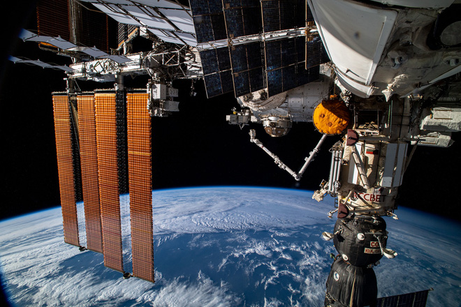 Trạm vũ trụ Quốc tế ISS bị chệch hướng do kết nối với môđun mới, rất may không có thảm họa xảy ra - Ảnh 1.