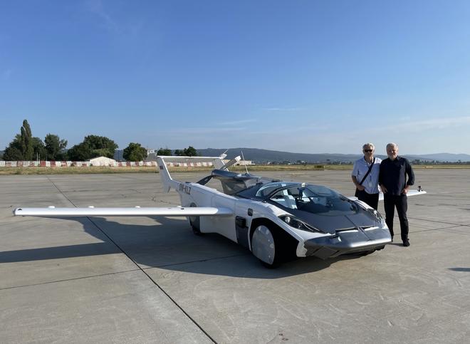 Thử nghiệm thành công ô tô bay: mất 3 phút để biến hình giữa hai dạng, bay được liên tục trong 35 phút, tốc độ 190 km/h - Ảnh 1.