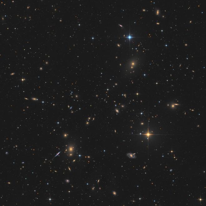 Phát hiện ra đám mây vũ trụ trăm triệu năm tuổi sáng mập mờ trong không trung, kích cỡ lớn hơn cả Dải Ngân hà - Ảnh 1.