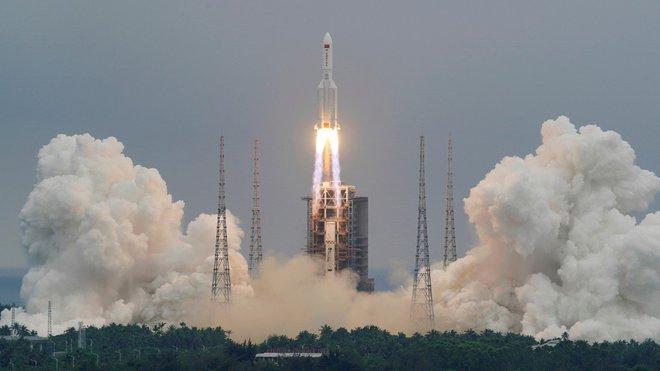 Trung Quốc tính dùng 25 tên lửa Trường Chinh 5 đồng loạt bắn phá thiên thạch Ngày tận thế để cứu Trái Đất - Ảnh 1.