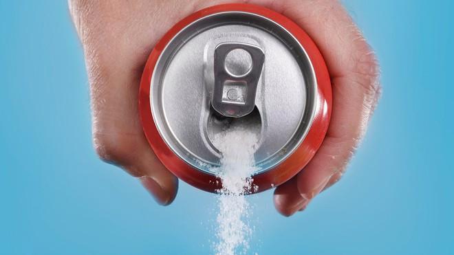 Nếu không muốn mắc ung thư đại trực tràng trước năm 40 tuổi, hãy giảm uống nước ngọt có đường - Ảnh 2.