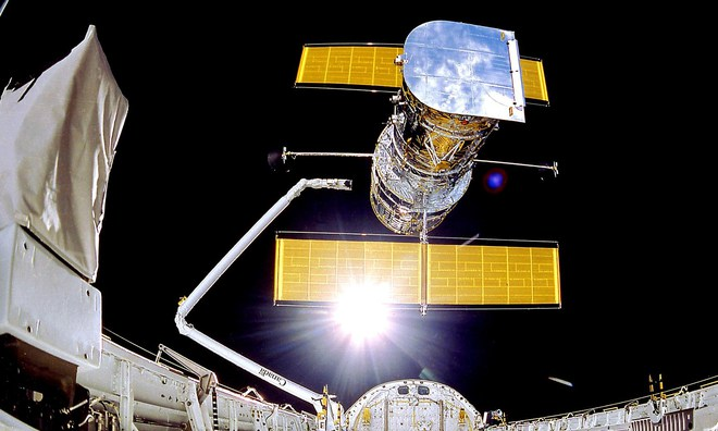 NASA kích hoạt phần cứng dự phòng, cố gắng cứu kính viễn vọng Hubble - Ảnh 1.