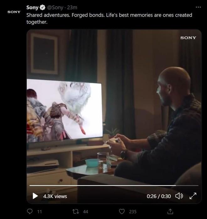 Sony đăng rồi xóa vội quảng cáo có hình ảnh đặt máy PS5 lộn ngược - Ảnh 2.