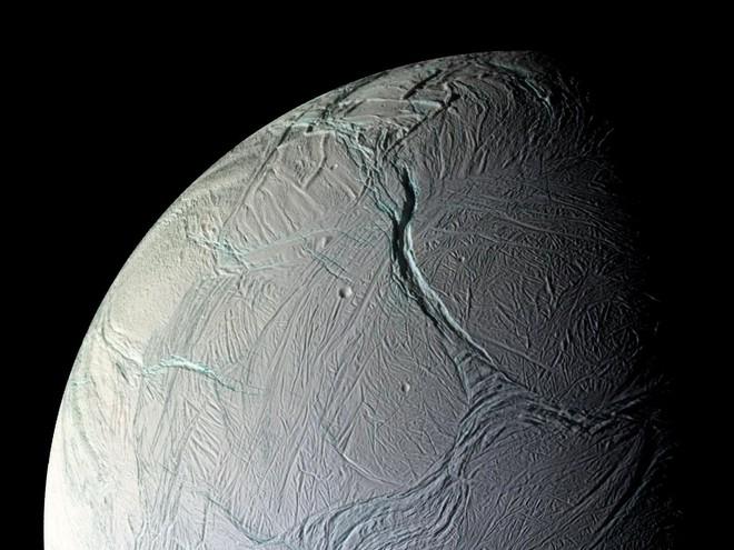 Phát hiện lượng Metan lớn bất thường trên Mặt Trăng của Sao Thổ: Có phải của sự sống ngoài hành tinh? - Ảnh 1.