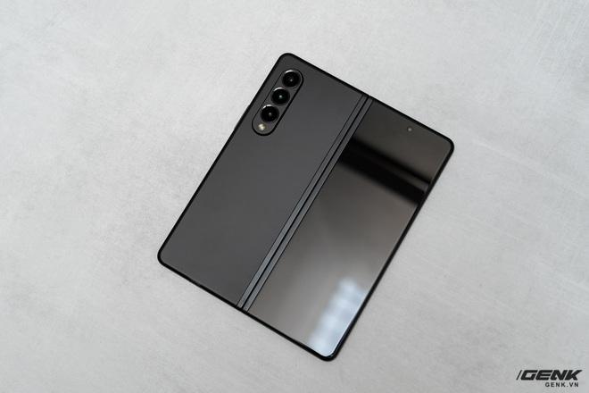 Trên tay Galaxy Z Fold3/Z Flip3 vừa ra mắt: Thiết kế sang trọng tinh tế, camera ẩn dưới màn hình, tích hợp bút S Pen - Ảnh 2.