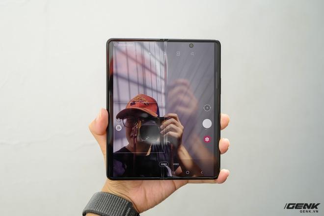 Trên tay Galaxy Z Fold3/Z Flip3 vừa ra mắt: Thiết kế sang trọng tinh tế, camera ẩn dưới màn hình, tích hợp bút S Pen - Ảnh 15.