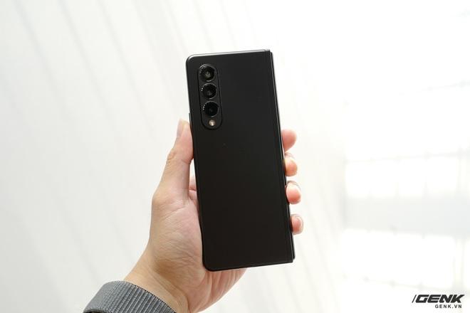 Trên tay Galaxy Z Fold3/Z Flip3 vừa ra mắt: Thiết kế sang trọng tinh tế, camera ẩn dưới màn hình, tích hợp bút S Pen - Ảnh 3.