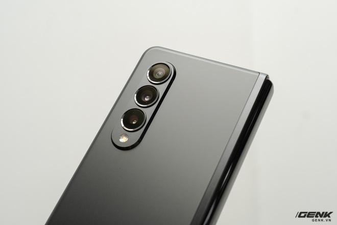 Trên tay Galaxy Z Fold3/Z Flip3 vừa ra mắt: Thiết kế sang trọng tinh tế, camera ẩn dưới màn hình, tích hợp bút S Pen - Ảnh 13.