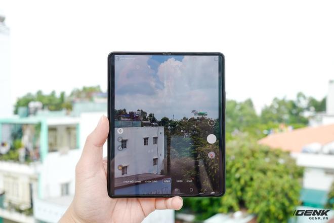 Trên tay Galaxy Z Fold3/Z Flip3 vừa ra mắt: Thiết kế sang trọng tinh tế, camera ẩn dưới màn hình, tích hợp bút S Pen - Ảnh 14.