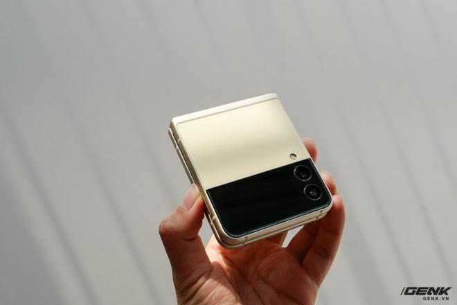 Trên tay Galaxy Z Fold3/Z Flip3 vừa ra mắt: Thiết kế sang trọng tinh tế, camera ẩn dưới màn hình, tích hợp bút S Pen - Ảnh 20.