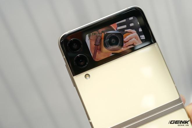 Trên tay Galaxy Z Fold3/Z Flip3 vừa ra mắt: Thiết kế sang trọng tinh tế, camera ẩn dưới màn hình, tích hợp bút S Pen - Ảnh 23.