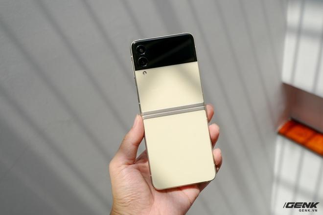 Trên tay Galaxy Z Fold3/Z Flip3 vừa ra mắt: Thiết kế sang trọng tinh tế, camera ẩn dưới màn hình, tích hợp bút S Pen - Ảnh 19.