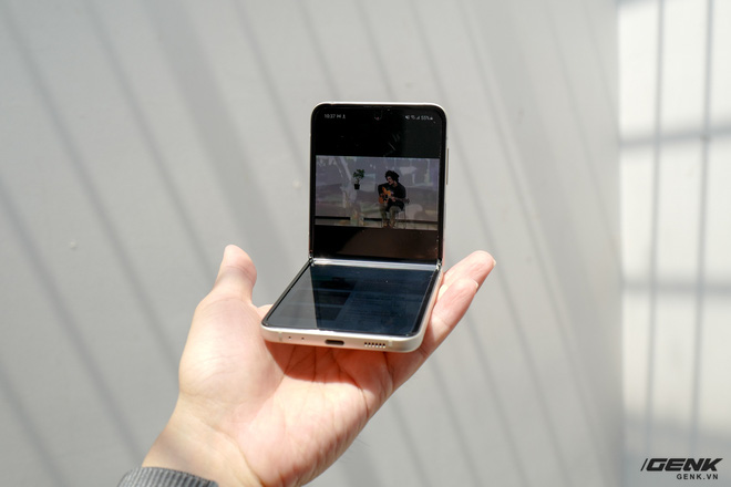 Trên tay Galaxy Z Fold3/Z Flip3 vừa ra mắt: Thiết kế sang trọng tinh tế, camera ẩn dưới màn hình, tích hợp bút S Pen - Ảnh 27.