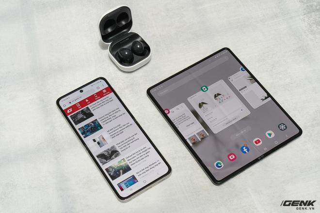 Trên tay Galaxy Z Fold3/Z Flip3 vừa ra mắt: Thiết kế sang trọng tinh tế, camera ẩn dưới màn hình, tích hợp bút S Pen - Ảnh 12.