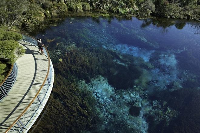 Chiêm ngưỡng hồ nước ngọt sạch nhất thế giới mà con người từng biết đến - Ảnh 8.