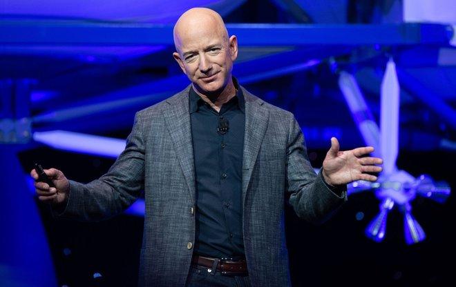 Khách hàng Amazon hủy dịch vụ Prime sau khi được Jeff Bezos cảm ơn vì đã trả tiền cho chuyến bay lên rìa vũ trụ - Ảnh 1.