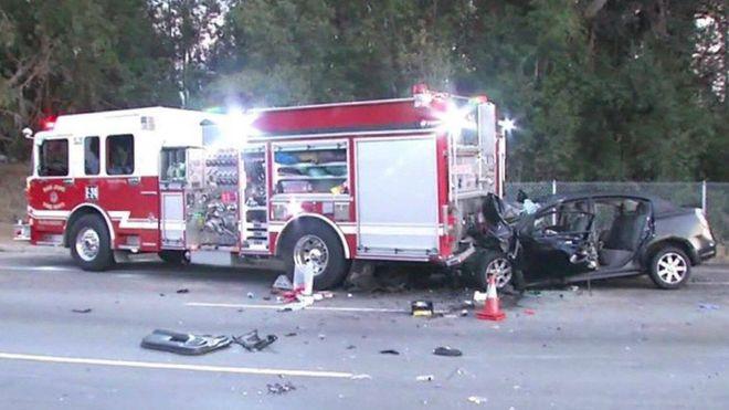 Mỹ gấp rút điều tra hệ thống Autopilot sau khi 11 chiếc Teslas đâm vào xe cứu hộ - Ảnh 2.