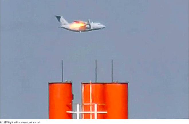 [Video] Hai mẹ con người Nga vô tình quay được toàn cảnh rơi máy bay quân sự kinh hoàng khiến anh hùng nước Nga thiệt mạng - Ảnh 1.