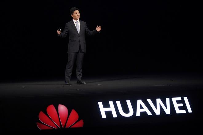 Tuy dính đòn tới bầm dập nhưng Huawei vẫn âm mưu chiếm lại ngai vàng smartphone - Ảnh 1.