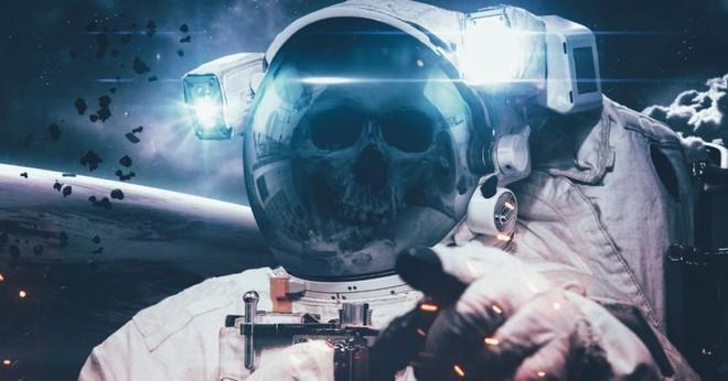 Điều gì sẽ xảy ra với một xác chết ngoài không gian? - Ảnh 1.