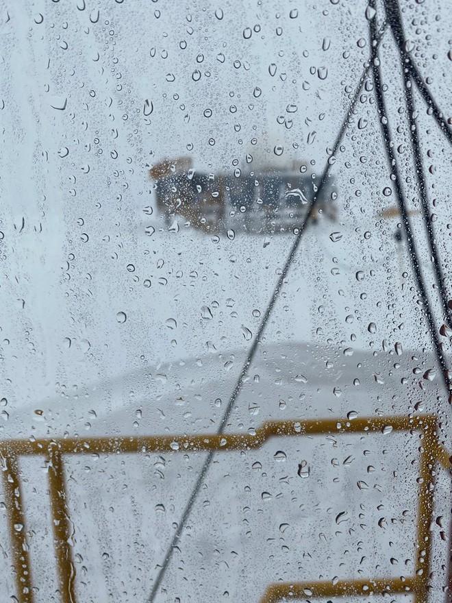Chuyện chưa từng có: Đỉnh băng Greenland xuất hiện mưa thay vì tuyết - Ảnh 1.