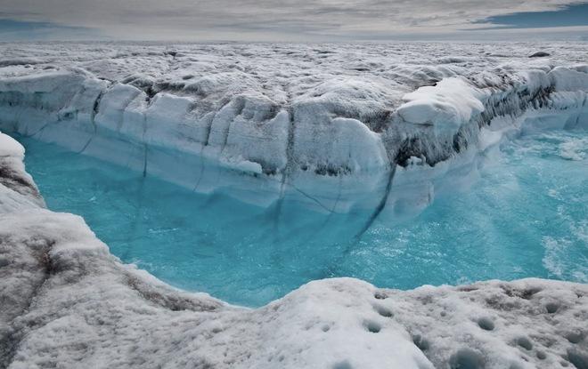 Chuyện chưa từng có: Đỉnh băng Greenland xuất hiện mưa thay vì tuyết - Ảnh 2.