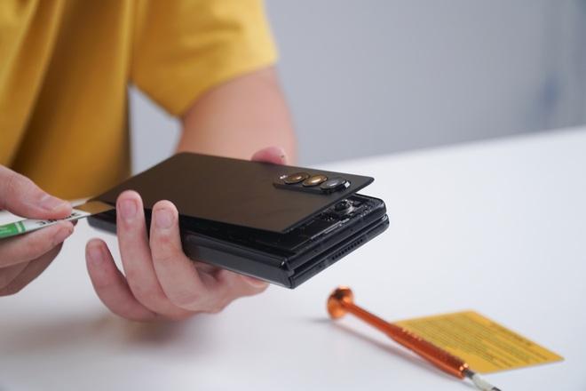Galaxy Z Fold3 lần đầu được mổ bụng tại Việt Nam, hé lộ bí mật của camera ẩn dưới màn hình - Ảnh 8.