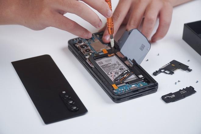 Galaxy Z Fold3 lần đầu được mổ bụng tại Việt Nam, hé lộ bí mật của camera ẩn dưới màn hình - Ảnh 10.