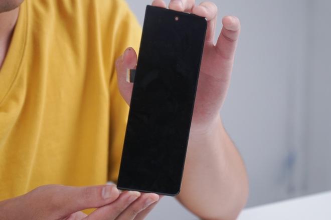 Galaxy Z Fold3 lần đầu được mổ bụng tại Việt Nam, hé lộ bí mật của camera ẩn dưới màn hình - Ảnh 18.