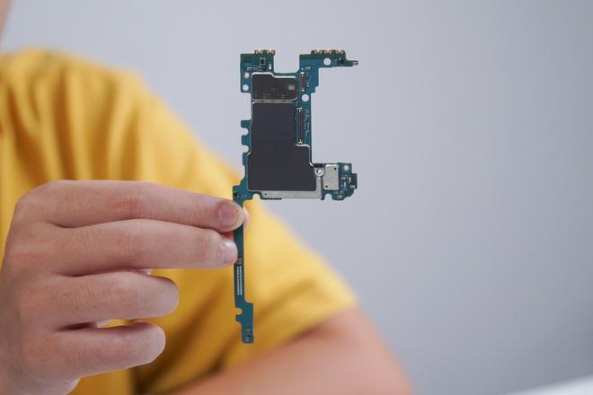 Galaxy Z Fold3 lần đầu được mổ bụng tại Việt Nam, hé lộ bí mật của camera ẩn dưới màn hình - Ảnh 13.