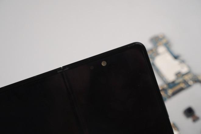 Galaxy Z Fold3 lần đầu được mổ bụng tại Việt Nam, hé lộ bí mật của camera ẩn dưới màn hình - Ảnh 2.