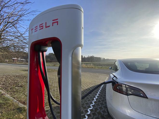Làm cách nào các kỹ sư Tesla có thể thuần hóa được pin xe điện, không để chúng phát nổ ngẫu nhiên? - Ảnh 5.