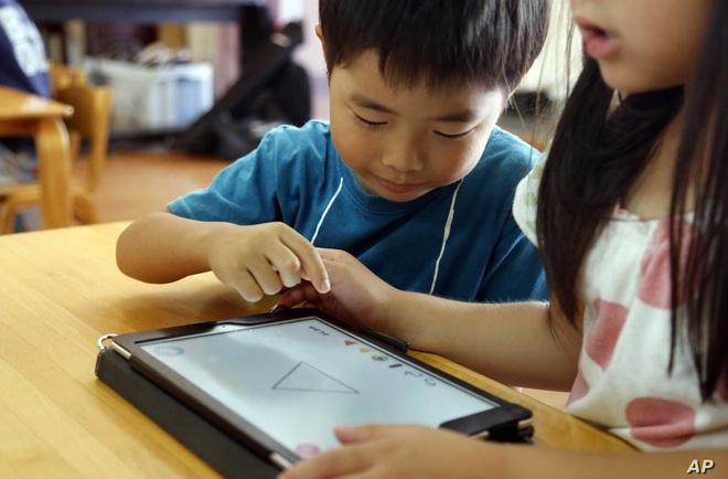 Loạt máy tính bảng từ 3.5 triệu mua cho con học online, lâu lâu bố mẹ dùng ké đọc báo, lướt web ngon lành - Ảnh 1.