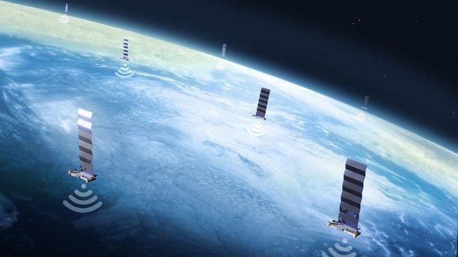 Bị Amazon ngáng đường dịch vụ internet vệ tinh Starlink, Elon Musk mỉa mai: Hóa ra ông Bezos nghỉ hưu chỉ để đi kiện - Ảnh 2.