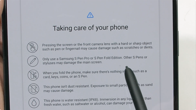 Galaxy Z Fold3 có độ bền ấn tượng, không mỏng manh như nhiều người nghĩ - Ảnh 3.