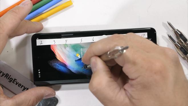 Galaxy Z Fold3 có độ bền ấn tượng, không mỏng manh như nhiều người nghĩ - Ảnh 5.
