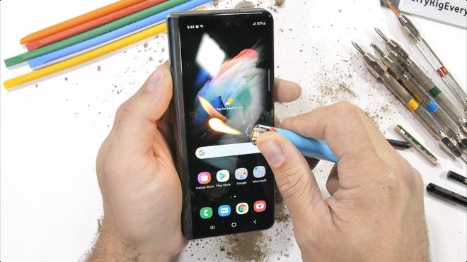 Galaxy Z Fold3 có độ bền ấn tượng, không mỏng manh như nhiều người nghĩ - Ảnh 13.