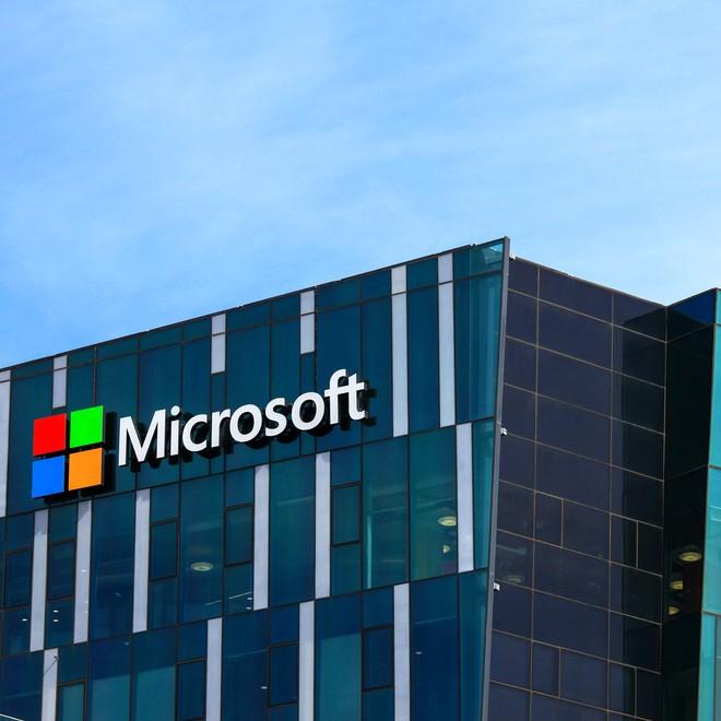 Những cú lừa khét tiếng thời đại kỹ thuật số: Khởi nghiệp bằng đồ Supreme giả, thuốc tẩy trắng bách bệnh, Microsoft mất hàng triệu USD - Ảnh 3.
