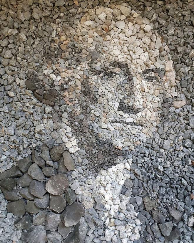 Ngắm những bức tranh nghệ thuật đặc sắc khảm bằng sỏi cuội của nghệ nhân Justin Bateman, có cả tranh về chủ tịch Hồ chí Minh - Ảnh 6.