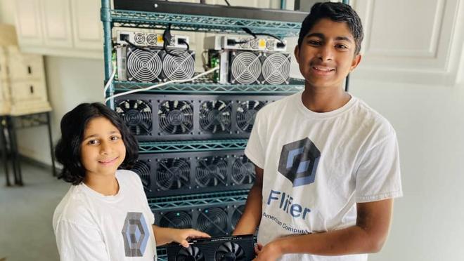 Hai anh em 14 và 9 tuổi này kiếm được hơn 30.000 USD mỗi tháng nhờ khai thác tiền điện tử - Ảnh 1.