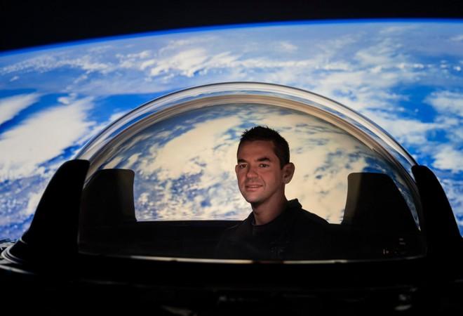 Ngắm nhìn Trái Đất và vũ trụ từ ý tưởng tàu vũ trụ Dragon Cupola mới của SpaceX - Ảnh 1.