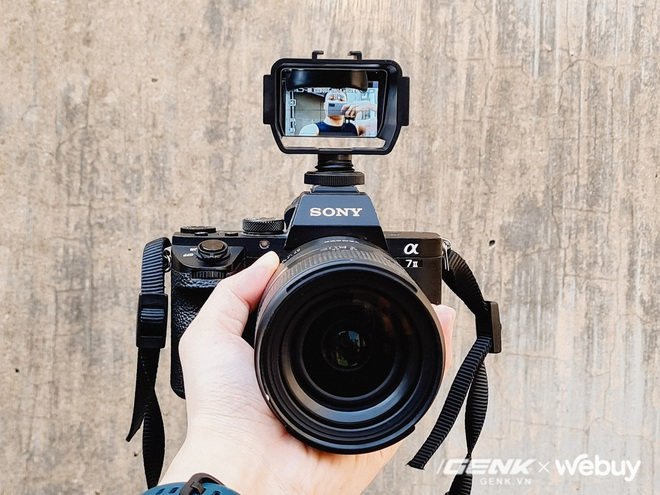 Chiếc gương 110k này giúp bạn quay vlog dễ dàng kể cả với máy ảnh không có màn hình xoay lật 180 độ - Ảnh 4.