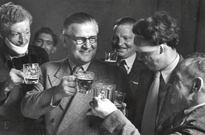 Câu chuyện bi thảm về hàng trăm phi công chuột lang trong thế chiến II và vị bác sĩ đã giúp họ tìm lại hình hài con người - Ảnh 5.