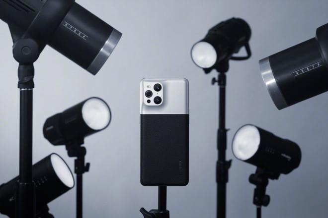 OPPO ra mắt Find X3 Pro phiên bản Nhiếp ảnh gia với thiết kế giống máy film cổ - Ảnh 1.
