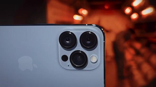 Có 47 triệu, chọn iPhone 13 Pro Max full option vừa ra mắt hay Galaxy Z Fold3 để chứng tỏ độ sang chảnh? - Ảnh 3.